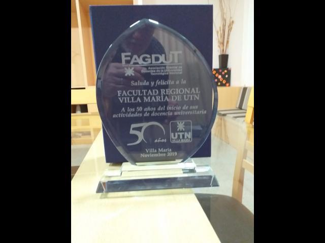 Presente de FAGDUT por el aniversario de la Facultad